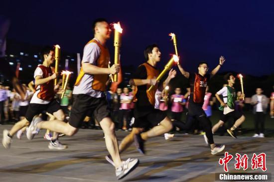 南京航空航天大学师生火炬接力凝聚青春力量