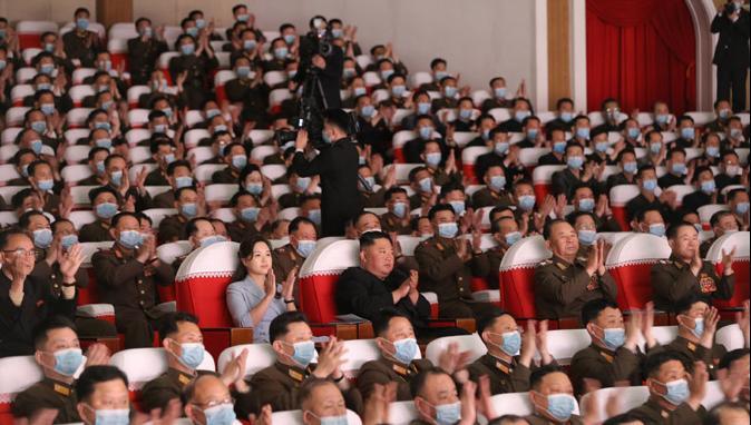 金正恩观看朝鲜人民军军属文艺演出