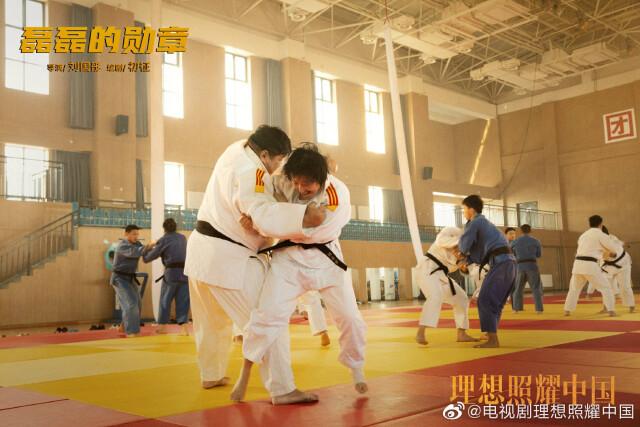 """《磊磊的勋章》:""""摔""""出世界冠军的柔道陪练 《理想照耀中国》第三集今晚播出"""