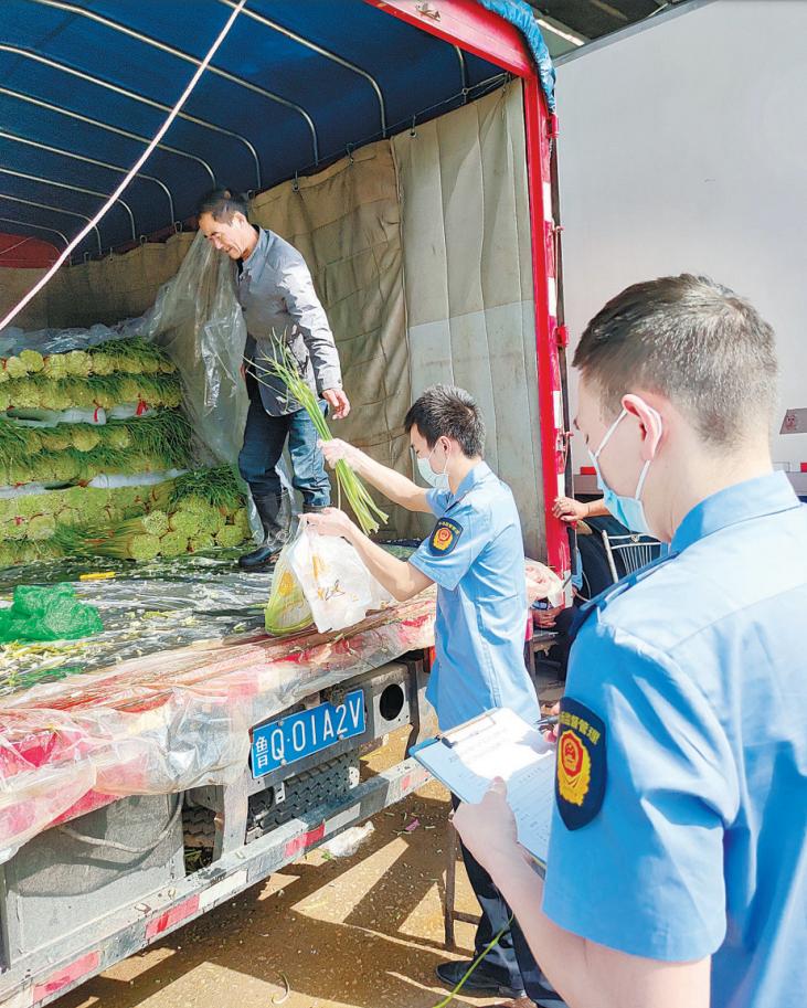 探访白沙洲农副产品大市场 进场蔬菜每日现场抽检 监督检查不停歇