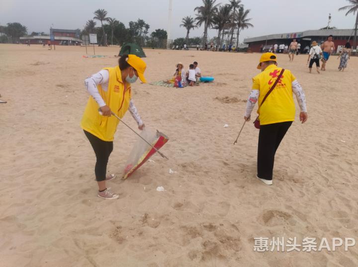 """大亚湾黄金海岸""""五一""""游客盈门,志愿者铸就""""红色""""保障线"""