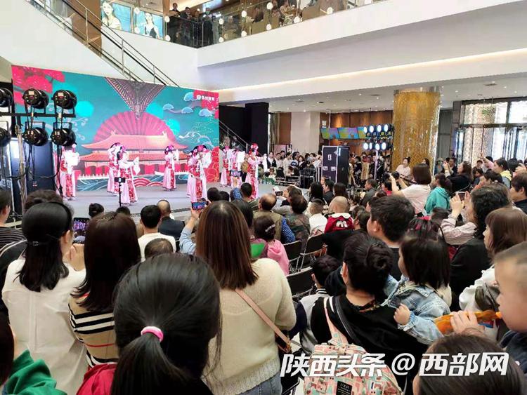"""""""五一""""小长假宝鸡消费市场活跃 传统工艺擀面皮卖了6.82万元"""