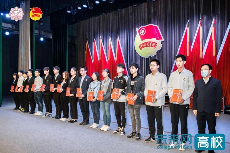 西安电子科技大学召开2020-2021年度学生工作表彰大会