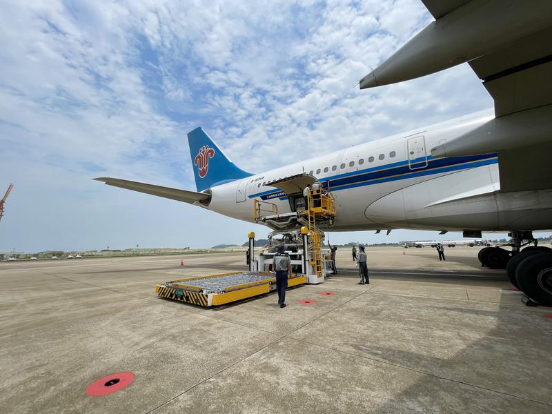 """珠海机场""""五一""""小长假迎送旅客约19.3万人次"""