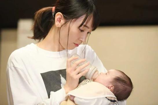 一位母亲对腹中孩子的自白:我是否应该把你带来这个世界?