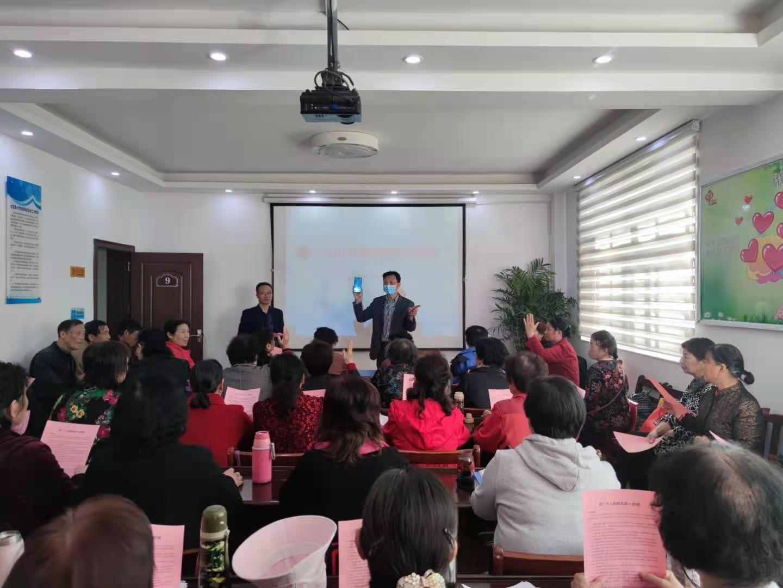 慧苑社区组织开展老年居民专场反电诈宣传活动