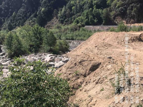 曝光典型案例⑧:甘孜州九龙县建设项目野蛮施工,万方弃渣倾倒入河