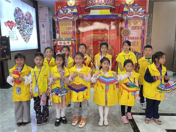 怀化市公益组织开展非遗艺术课程