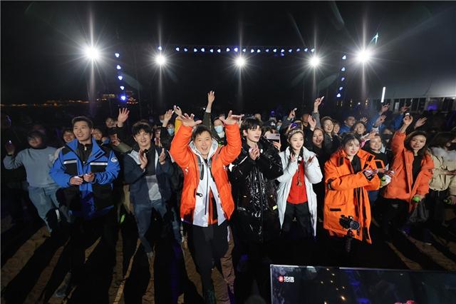 """韩庚阚清子加入本期""""追星团"""", 星空演唱会沙漠开唱"""