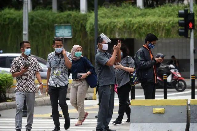 """""""重复使用""""鼻拭子棉签,一机场9000多名旅客受到影响…"""