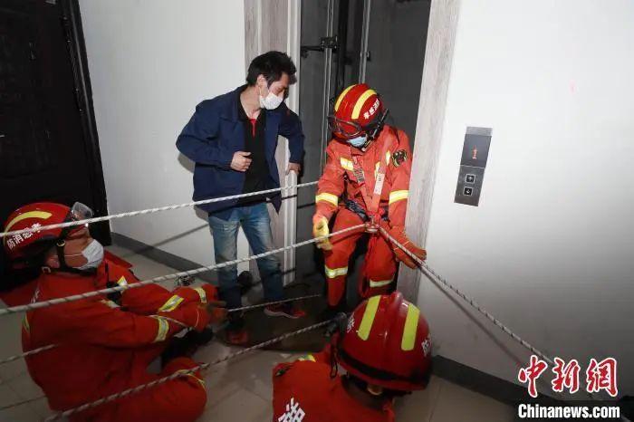 """男孩电梯故障自救失败坠亡:失控的电梯,""""出路""""在哪里?"""