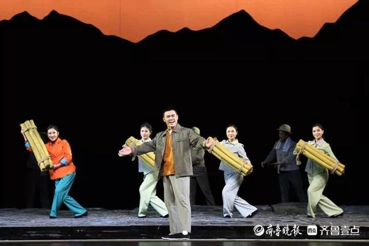 淄博市文旅局党员干部观看五音戏《风起东郝峪》主题党日活动