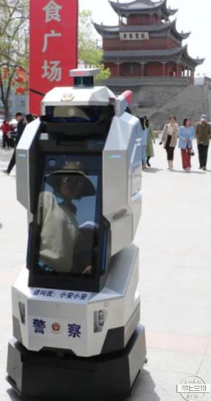 酒泉首台警用机器人上街执勤啦