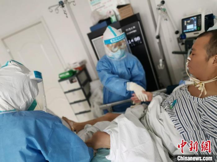 武汉感染新冠肺炎医生复工前致谢救命同行