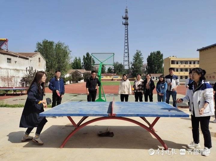 东昌府区斗虎屯中学开展教职工乒乓球比赛活动