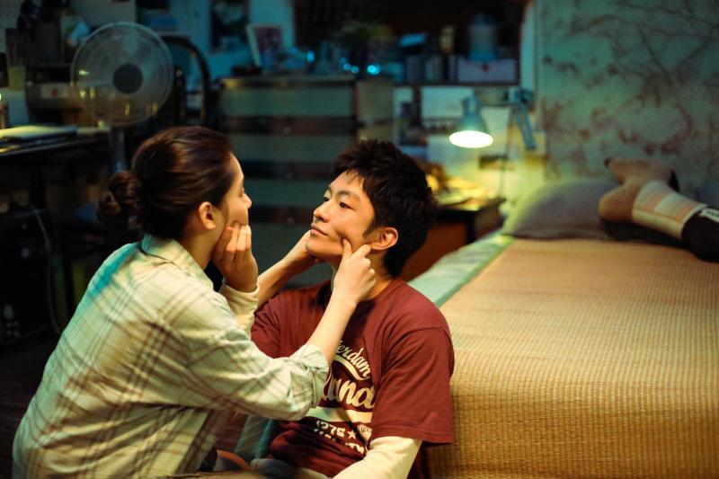电影《我要我们在一起》公布主题曲MV,莫文蔚歌声感动陈国富