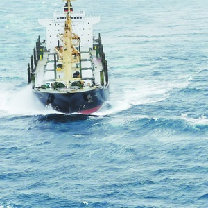 趁大风浓雾交替间隙  东二飞直升机营救受伤船员