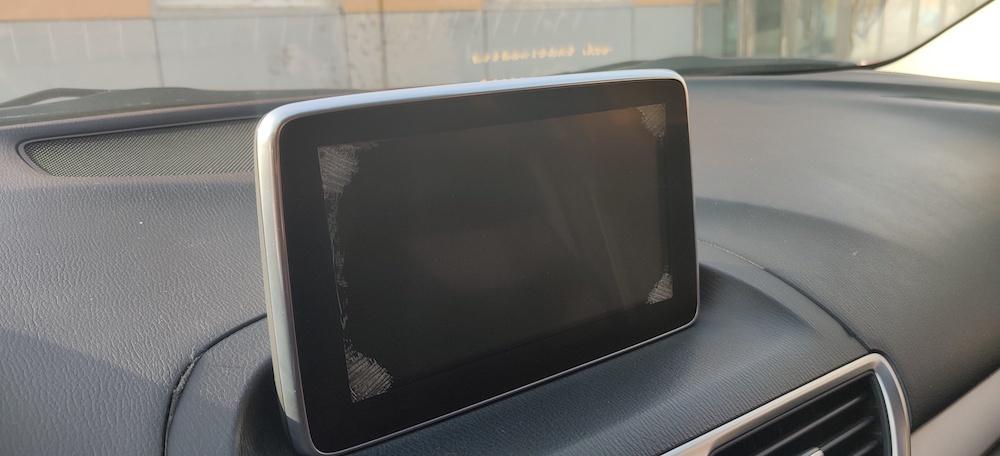 昂克赛拉出现中控屏脱胶,用户需要自掏腰包才能更换新屏幕?