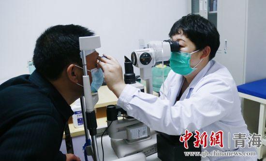 """青海眼底科专家:""""体、脑、心""""持久付出换""""厚积薄发"""""""