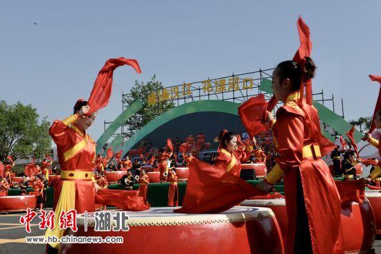 """老河口市举办第二届""""五月的鲜花""""艺术节"""