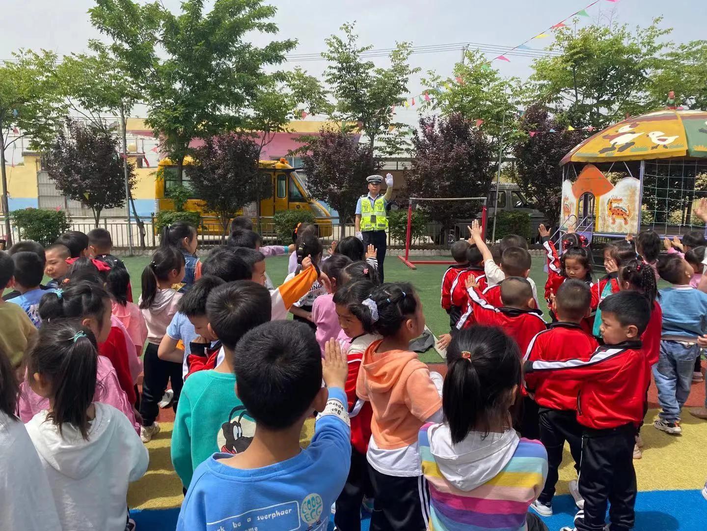 华州交警柳枝中队进幼儿园 交通文明从小抓起