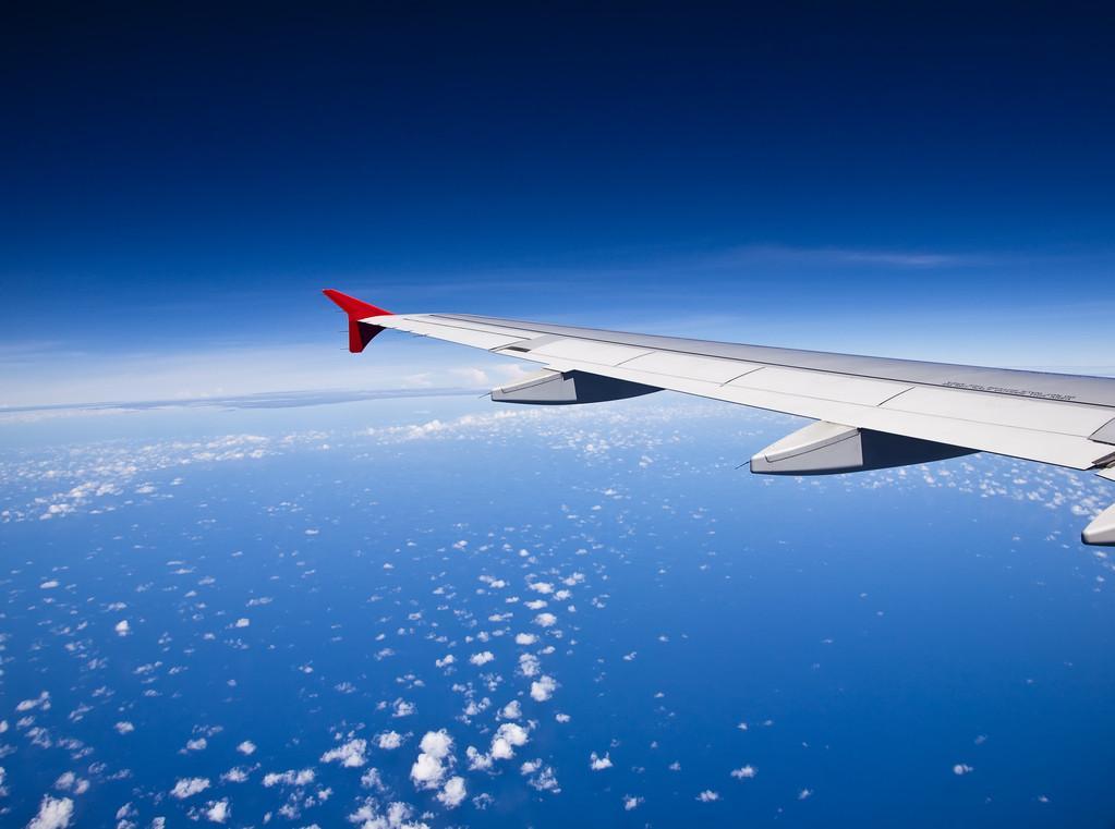 江西航空客机风挡玻璃高空爆裂,涉事飞机机龄仅4.8年,系民航业四年来第七起