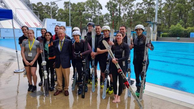 穿雪板跳水 澳大利亚运动员这样备战北京冬奥会