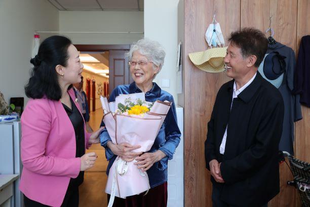 安而康与中国老龄事业发展基金会共同捐赠6万余片成人纸尿裤