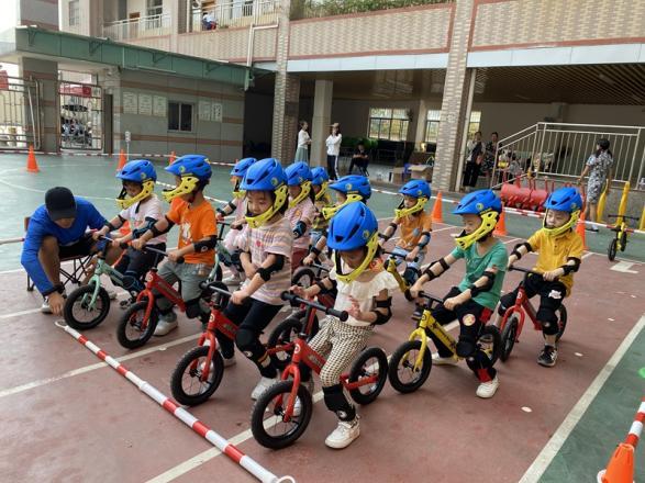 石围社区开展幼儿平衡车公益教学
