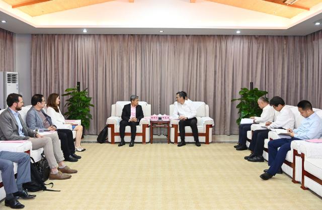 海口市与普华永道及企业代表举行会谈 何忠友杨伟志出席
