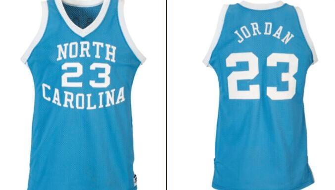 美记:一件1982-83赛季的乔丹北卡球衣拍出138万美元