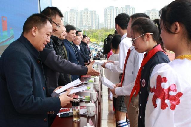 """重庆""""全民健身月""""掀起冰雪热,近2万人次参与"""