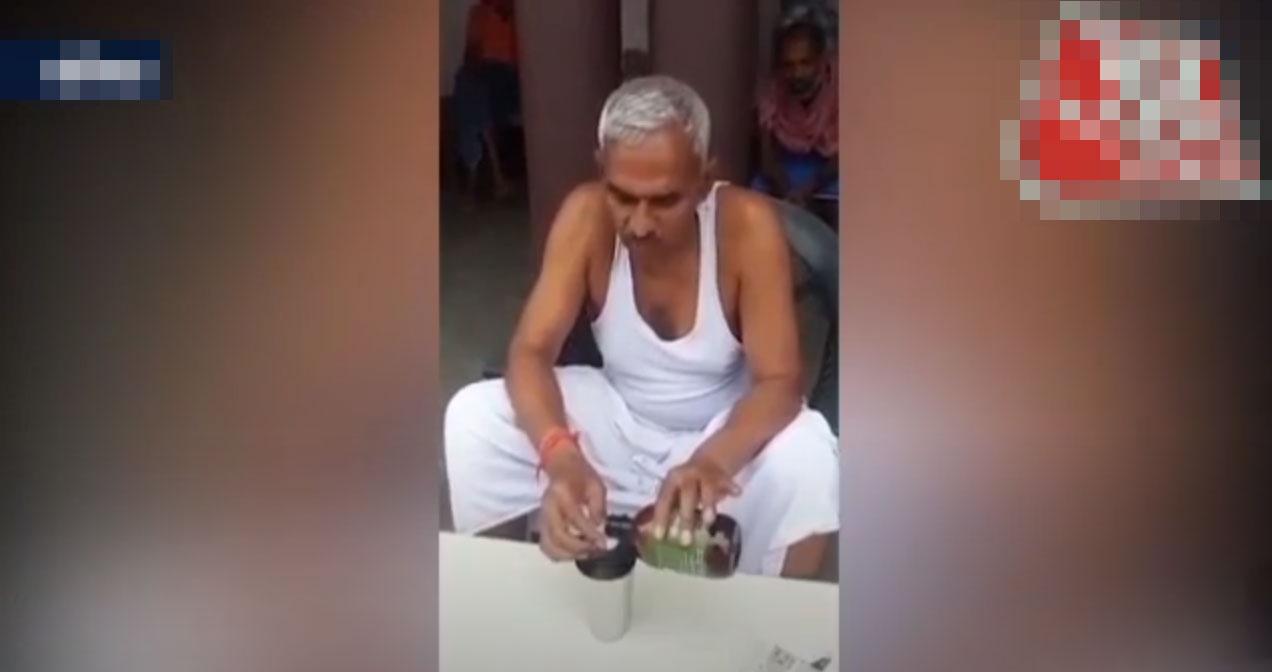 """国内疫情失控,印度人民党议员录视频示范""""喝牛尿预防新冠肺炎"""""""