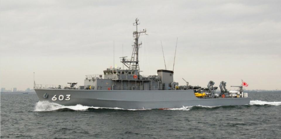 日本海上自卫队扫雷艇与渔船相撞,船体为木制结构