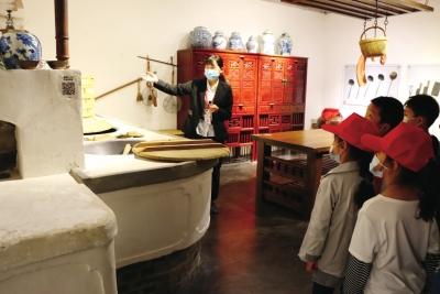 郑州一小学开设博物馆课程 火了