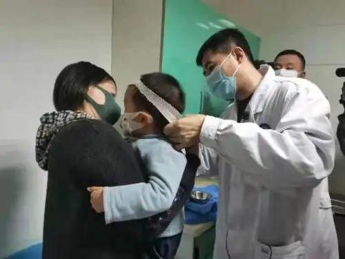 辽宁一2岁男孩后脑勺被咬!取出来还活着!