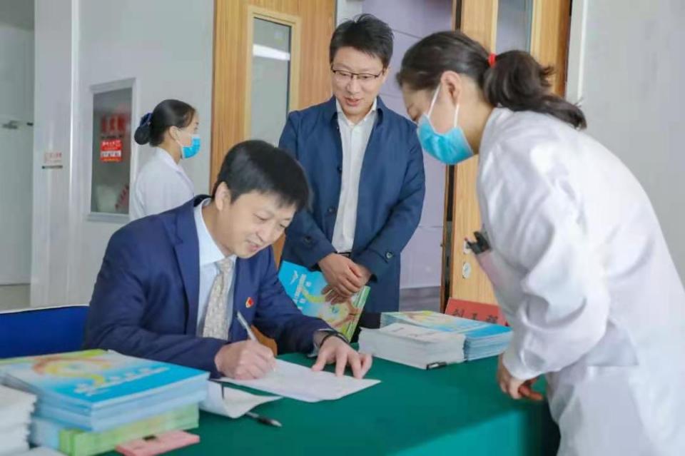 山东324名医护人员及家属签署眼角膜捐献志愿书