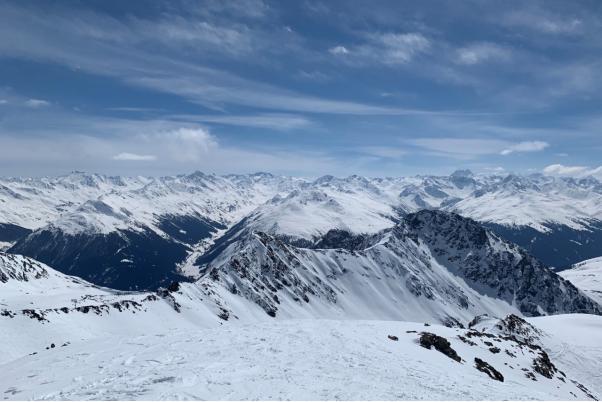 冒着传染风险、顶着舆论压力:滑雪背后,瑞士人在坚持什么?