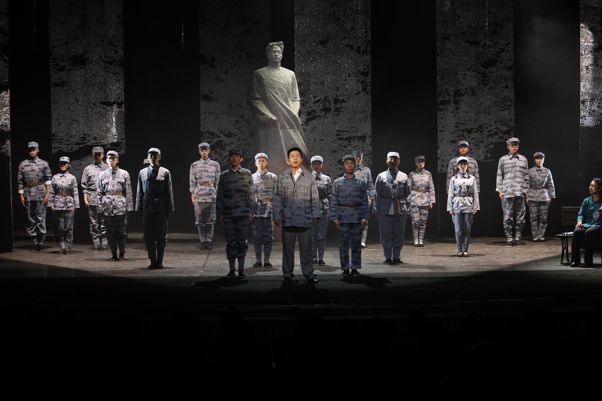 在话剧中学习党史,北邮原创舞台剧《寻找李白》首演