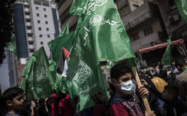 一枚火箭弹从巴勒斯坦加沙地带射向以色列 以军进行报复性打击
