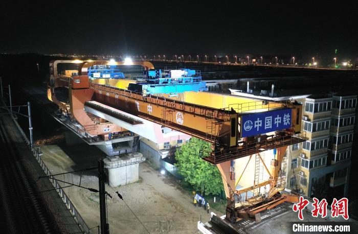 郑济铁路郑濮段全线桥梁架设完成