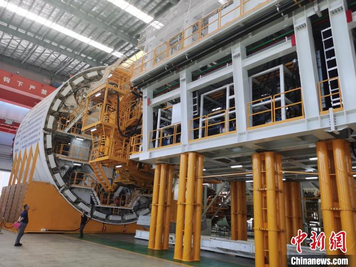 浙产15米级超大直径盾构机下线 助力地下空间开发