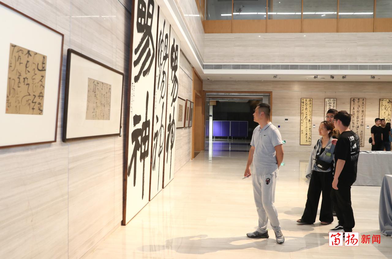 中国美院白砥研究生教学师生作品展在柯桥美术馆开幕