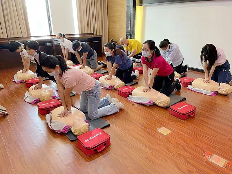 提升居民急救意识和技能!平湖街道开展AED急救技能培训
