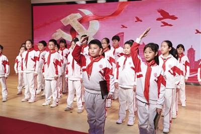 北京学校开党史主题学科融合公开课