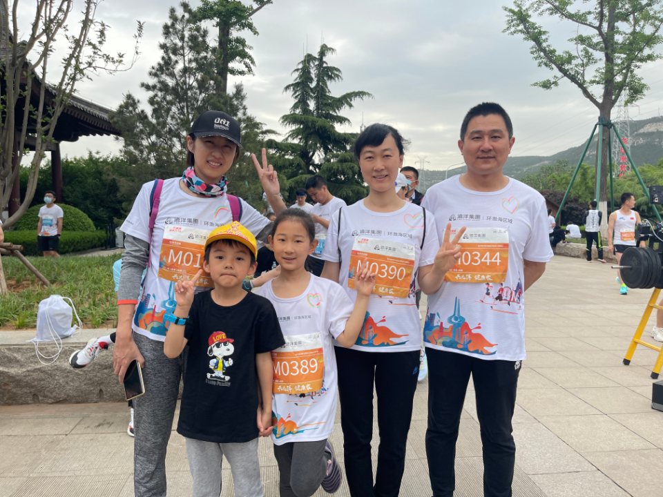 5人2个家庭组团打卡远洋益跑(千佛山站) 7岁女孩想跑第一