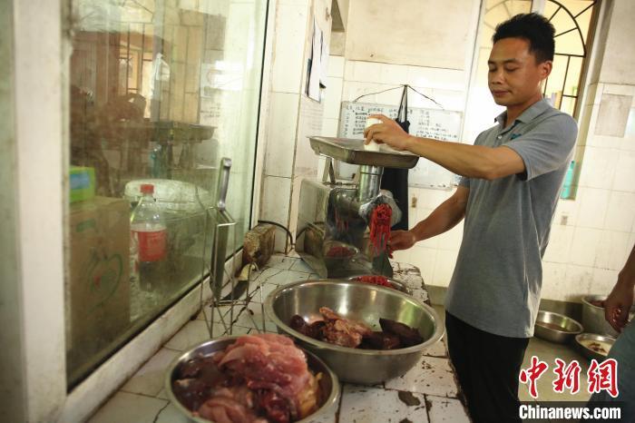 广西柳州动物园老虎骨瘦如柴 园方回应:长期患慢性肠胃炎