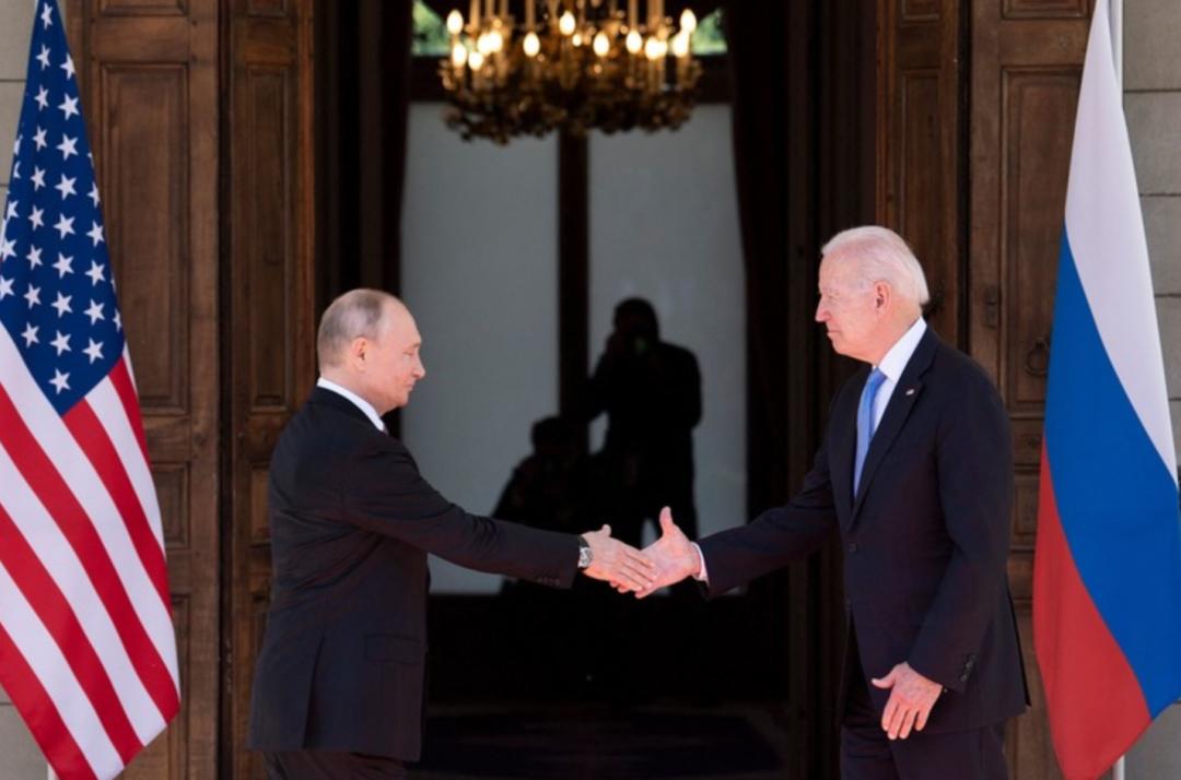 新京报:美俄首脑峰会,为什么普京的气势更强