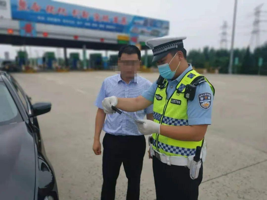 """新京报:这张开给货车司机的""""特殊罚单"""" 兼顾了法理与人情"""