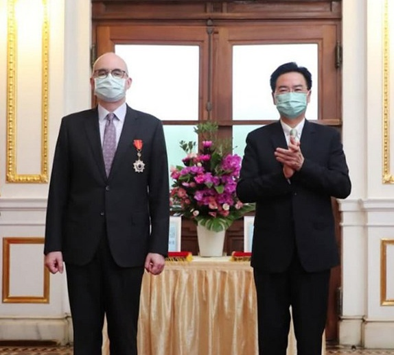 美国驻台高官将转任驻日大使 台媒又嗨了:台湾女婿
